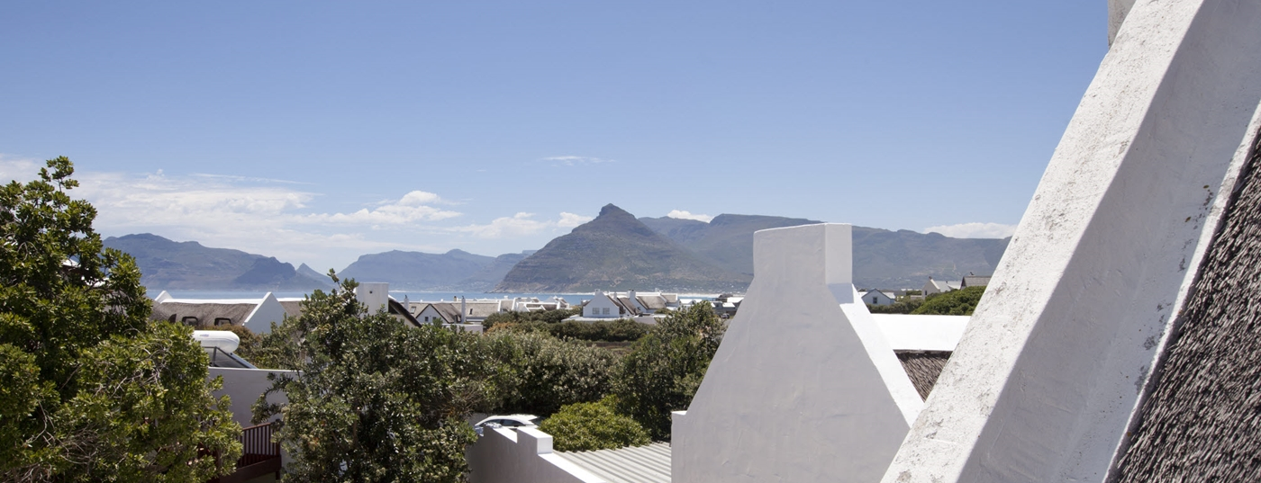 On the edge of the crashing waves and sparkling surf of Kommetjie beach you'll find idyllic LXIX.